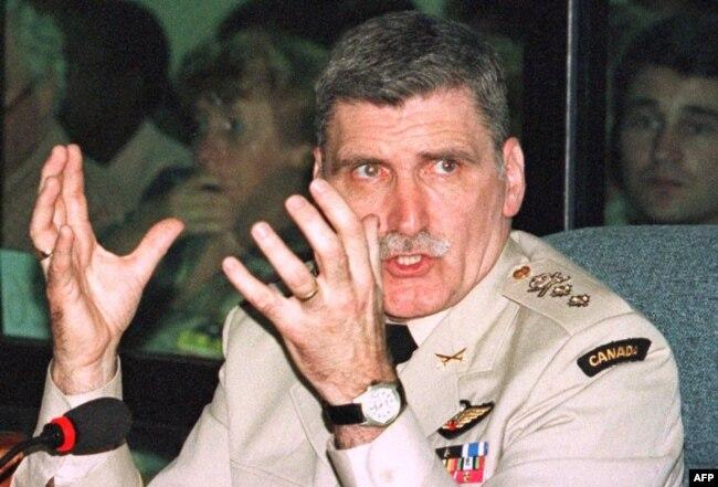 Ромео Даллер дает показания на выездном заседании Международного трибунала по преступлениям в Руанде в танзанийском городе Аруша. 1998 год