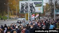 Protestçiler. Minsk, 1-nji noýabr, 2020