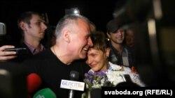 Марына Адамовіч разам з мужам Міколам Статкевічам, вызваленым з турмы 22 жніўня 2015 году пасьля чатырох год турмы нібыта за «арганізацыю масавых беспарадкаў» пасьля прэзыдэнцкіх выбараў 2010 году