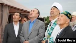 Муртаза Рахимов и муфтий Нурмухамет Нигматуллин на строительстве мечети