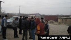 Жители сельсовета Овчи-Калъача Бободжон Гафуровского района были крайне недовольны поступком кыргызских пограничников.