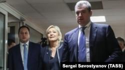 Лидерката на францускиот Национален фронт (во средина) при нејзината посета на Москва. 24.03.2017