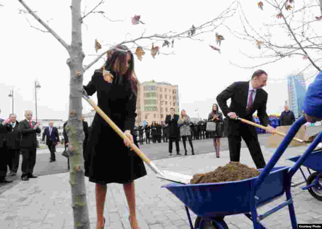 Azerbaijani President Ilham Aliyev and his wife Mehriban at a special groundbreaking ceremony for the Baku White City urban renewal project. (Source en.president.az)