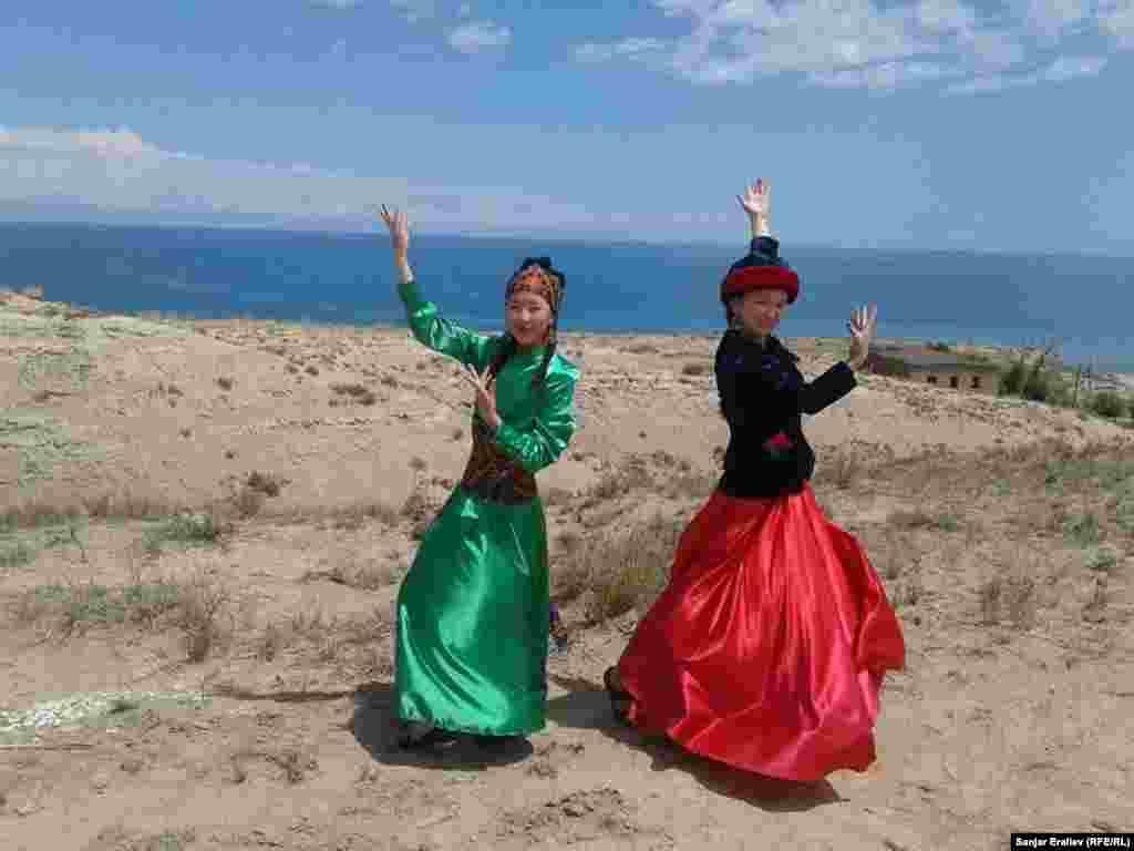 Творческие коллективы продемонстрировали гостям танцы разных народов.