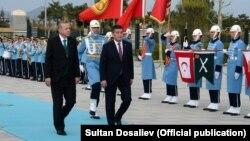Сооронбай Жээнбеков и Реджеп Тайып Эрдоган. Анкара, 9 апреля 2018 года.