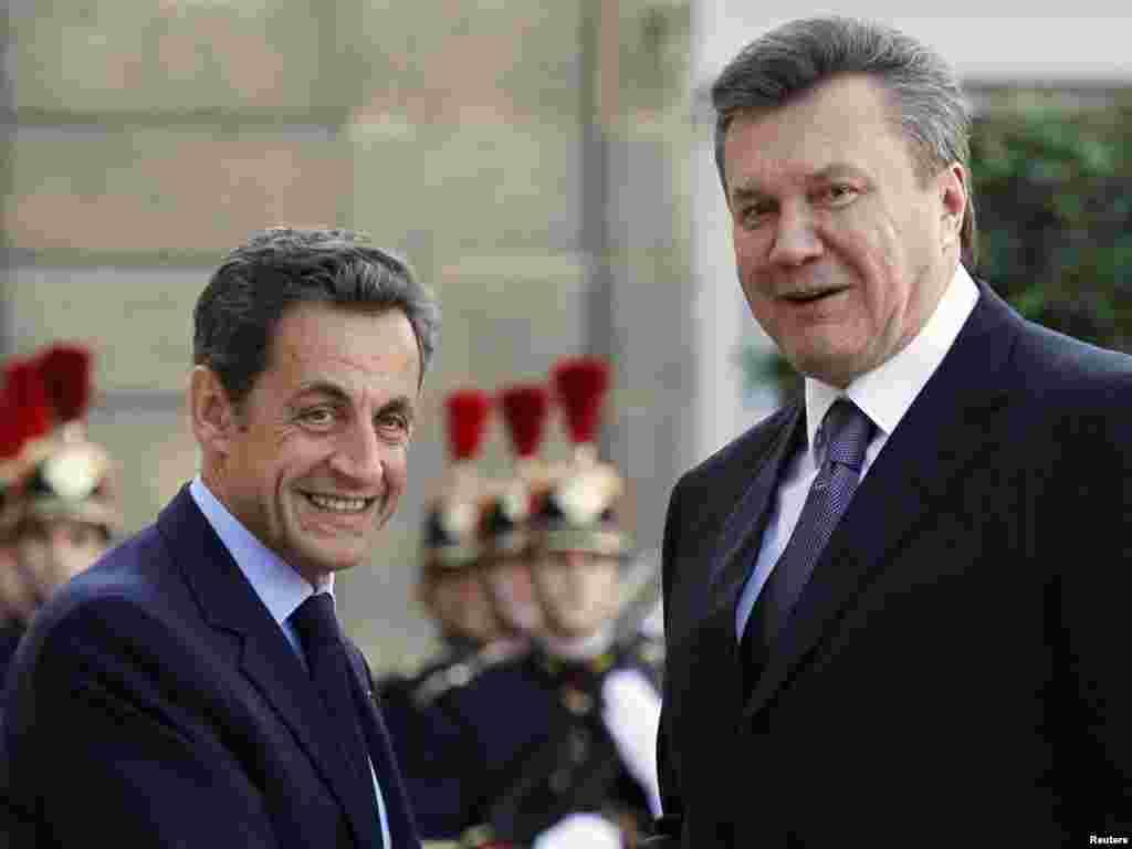 Віктор Янукович і Ніколя Саркозі під час офіційної зустрічі в Парижі, 7 жовтня.