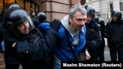 Polis aksiyaçını saxlayır. 2 aprel 2017