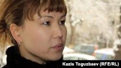 """Әлия Тұрысбекова, тіркелмеген """"Алға"""" партиясының жетекшісі, қамауда отырған Владимир Козловтың әйелі. Алматы, 19 наурыз 2012 жыл."""