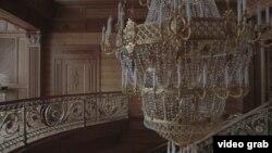 Lustra de sute de mii de dolari de la reședința din Mejigorie a fostului președinte Victor Ianukovich