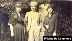 Y.V.Çəmənzəminli həyat yoldaşı (solda) ilə