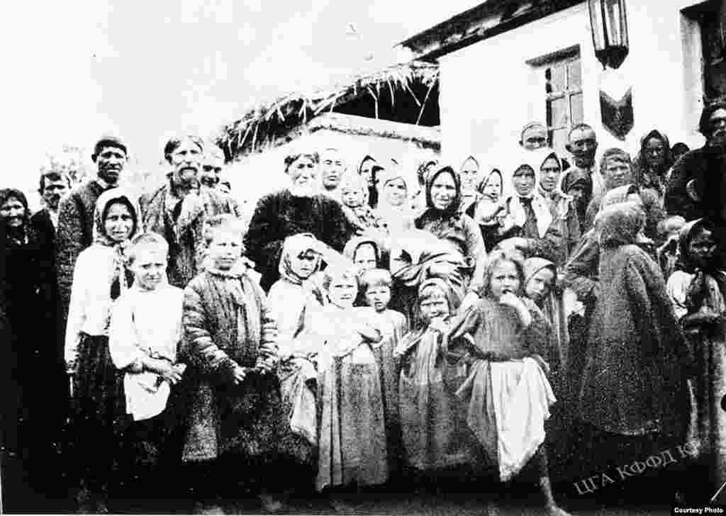 Переселенцы в селе Кара-Балта.