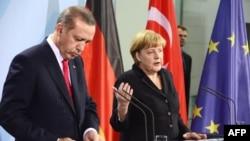 R.T.Erdoğan və Angela Merkel