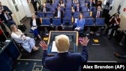 دونالد ترامپ در جلسه مطبوعاتی روزانه خود در کاخ سفید