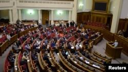Ուկրաինայի Գերագույն ռադայի նիստում ելույթ է ունենում ընդդիմության առաջնորդներից Արսենի Յացենյուկը, Կիև, 20-ը փետրվարի, 2014թ․