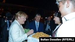 Ангела Меркел Бишкекке 13-июлдун кечинде келди