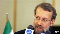 علی لاریجانی پیش از ترک تهران به مقصد مادرید به سوالات خبرنگاران پاسخ گفت.