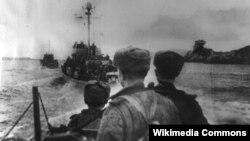 Советские десантники направляются к Киркенесу