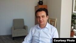 """Лидерот на косовското движење """"Самоопределување"""", Албин Курти."""