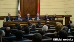 Armenia -- President Serzh Sarkisian chairs a meeting of the governing body of the ruling Republican Party in Yerevan, 12Feb2015.