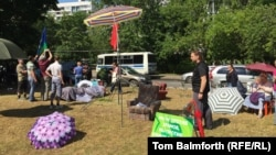 Local residents have been camping out in Moscow's Torfyanka Park to protest against the building of an Orthodox church there. They say the project was implemented without any public consultation, thereby making it an illegal development.
