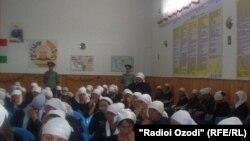 Маҳбусони зиндони занонаи Норак
