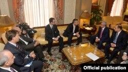 U.S. - Armenian President Serzh Sarkisian meets Armenian-American leaders, Washington, 30Sep2015.