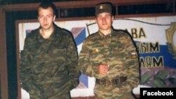 Денис Кириллов (слева)