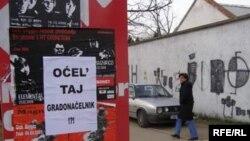 Plakati u Mostaru, Foto Tina Jelin