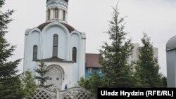Царква ўпасёлку Гатава каляМенску, якую пабудаваў і дзе служыў Канстанцін Бурыкін