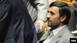 رييس جمهوری اسلامی ايران، تغيير رييس کل بانک مرکزی ايران را امری عادی دانست که در تمام دنيا روی می دهد.(عکس: epa)