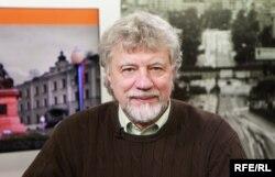 Виктор Аксючиц