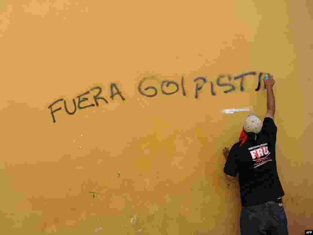 Временное руководство Гондураса, пришедшее к власти в результате военного переворота, отказалось восстановить в должности свергнутого президента Мануэля Селайю