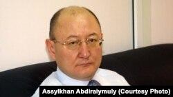 Оппозициялық саясаткер Алтынбек Сәрсенбайұлы. Сурет 8 ақпан 2006 жылы түсірілген.