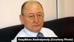 Алтынбек Сарсенбаевдин акыркы сүрөтү. Алматы, 2006-жылдын 8-февралы
