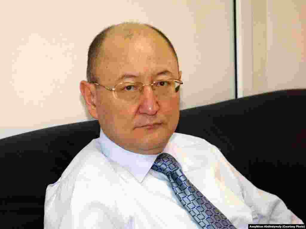 Алтынбек Сәрсенбайұлының соңғы суреттерінің бірі. Алматы, 8 ақпан 2006 жыл.
