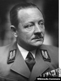 Начальник Рейхскомиссариата Украина Эрих Кох, представитель левого крыла НСДАП. В результате его жестокого правления на Волыни и в Полесье возникла УПА.