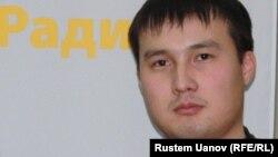 Азаттық радиосының тілшісі Мәди Бекмағанбет. Алматы, 16 қаңтар 2013 жыл.