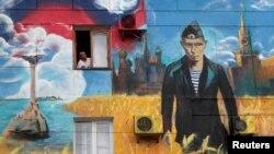 Ресей қосып алған Қырымдағы бір үйдің қабырғасына салынған Путиннің суреті. Севастополь, 13 мамыр 2014 жыл.