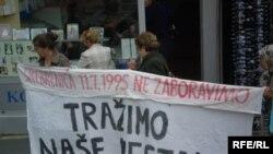 Arhivska fotografija, Majke Srebrenice u stalnoj potrazi za nestalima, Tuzla, foto Maja Nikolić