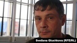 Олег Грачев, қан рагына шалдыққан екі жасар Лизаның әкесі. Астана, 31 наурыз 2012 жыл.