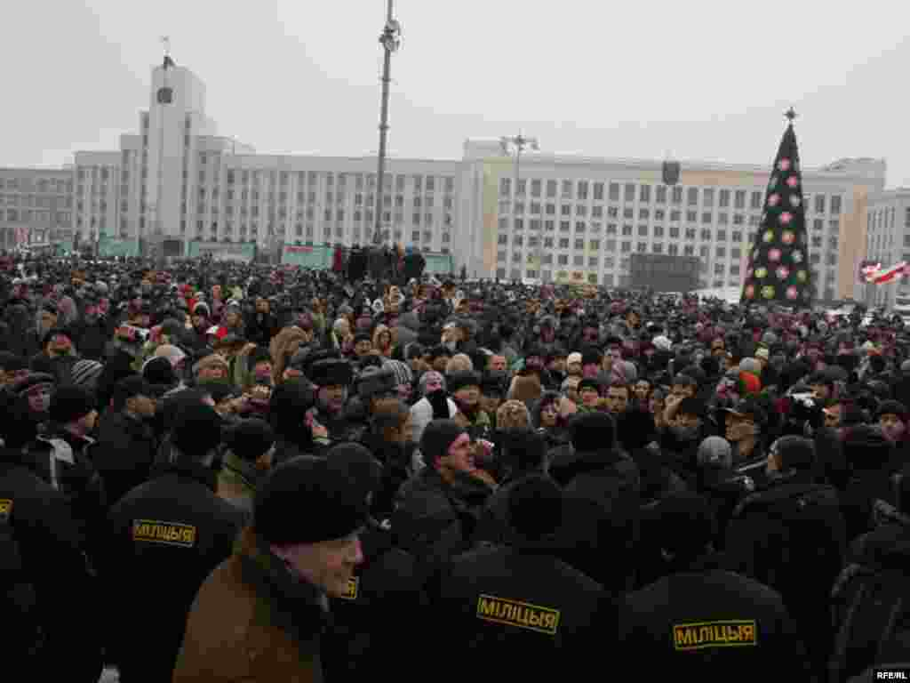 Belarus - Minsk, small vendors protest, 10Jan2008