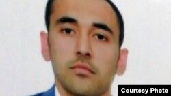 Аброр Касымов, гражданин Узбекистана, который пытался получить в Казахстане статус беженца, он находится сейчас в СИЗО Алматы в ожидании экстрадиции в Узбекистан.