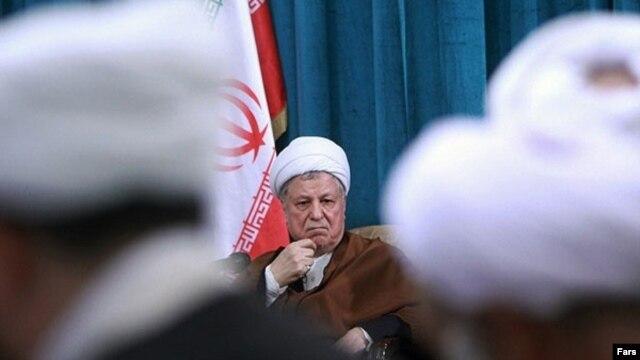اکبر هاشمی رفسنجانی میگوید که خود میدانسته «نباید» نامزد انتخابات میشده، اما «دعوت مراجع تقلید» و جوانان باعث چنین تصمیمی شد