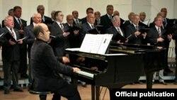 Десар Сулејмани, пијанист