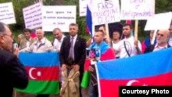 Hollandiyada yaşayan azərbaycanlıların İran səfirliyi qarşısında etiraz aksiyası