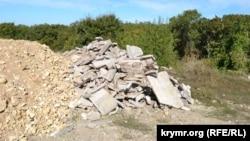 Кучи строительного мусора в Юхариной балке