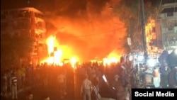 Пожар на месте теракта в торговом районе Багдада.