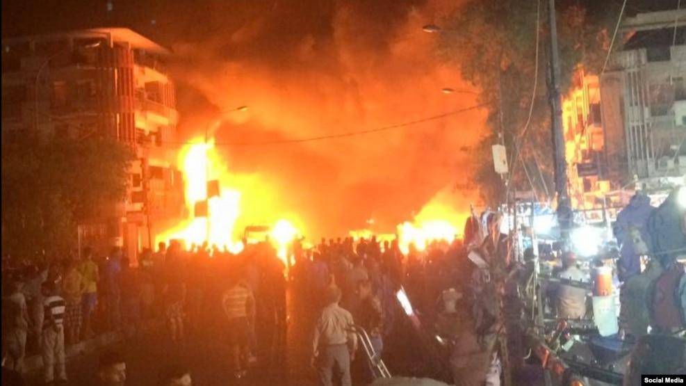 Пожар на месте теракта в торговом центре. Багдад, 3 июля 2016 года.<br />