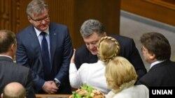 Президент Украины Петр Порошенко и лидер партии «Батькивщина» Юлия Тимошенко на открытии сессии Верховной Рады. Киев, 27 ноября 2014 года.
