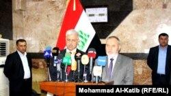محافظ نينوى أثيل النجيفي والى يساره السفير الروماني لدى بغداد في مؤتمر صحفي مشترك في الموصل